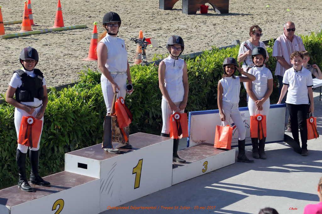 podium-equifun